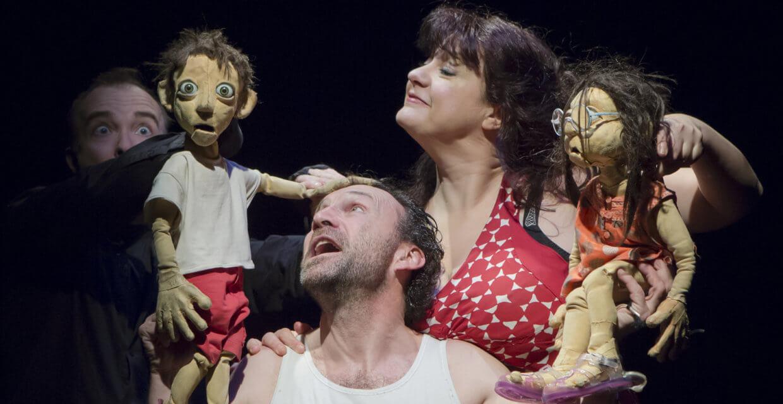 La compagnie Tro-Héol et ses marionnettes dans le spectacle Je n'ai pas peur