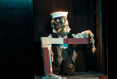 Une marionnette de la compagnie Tête dans le sac, dans le spectacle Aman Aman
