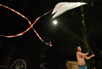 Julien Candy avec un cerf-volant