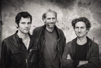 Le trio du groupe Des fourmis dans les mains