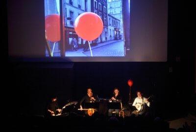 Quatre musiciens baroques jouent la musique du film Le Ballon Rouge