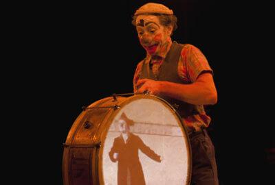 Le clown-musicien Humphrey dans Bobines
